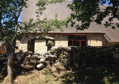 vue du jardin potager sur la grange